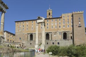 Римский Форум. Руины Храма Веспасиана на фоне Табулария