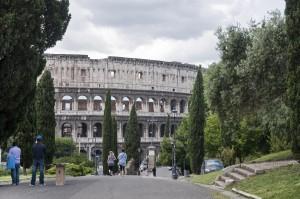 Вид на Колизей со стороны Viale Della Domus Aurea