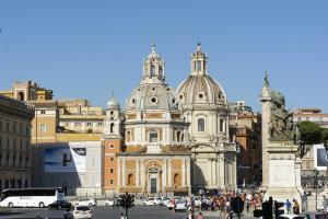 Базилики Санта Мария ди Лорето и Санти Номе ди Мария. Вид с Площади Венеции